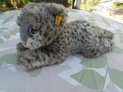 Steiff  leopard snow leopard button/flag made in  Germany 1371
