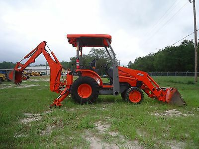 2012 KUBOTA B26 TLB 4x4 MINI BACKHOE LOADER, LOW HOURS, DIESEL!