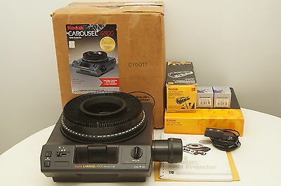 Kodak Medalist AF Carousel 4600 Auto-Focus Projector with tray, remote, bulbs