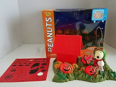MEMORY LANE PEANUTS HALLOWEEN  SNOOPY as the WORLD WAR I FLYING ACE DELUXE SET