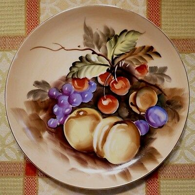 Vintage hand-painted LEFTON FRUIT PLATE. 8 inch. Vibrant colors. Excellent cond.