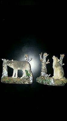 TIMBER WOLVES COLLECTABLE FIGURINE x2 WOLF STATUES