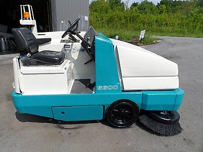 Tennant 6600 Sweeper L.P. low hr clean unit