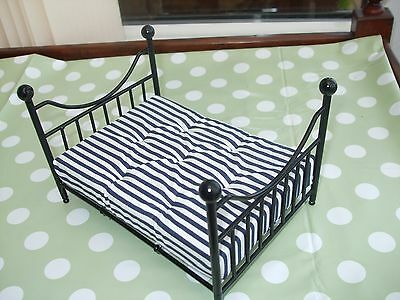 Dolls house Double bed 1/12 scale