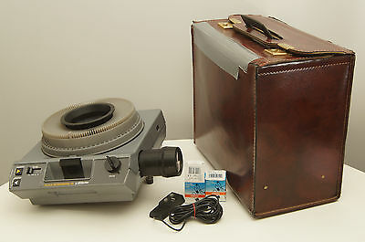 Kodak Ektagraphic III B slide projector with case, zoom, remote, and extra bulb