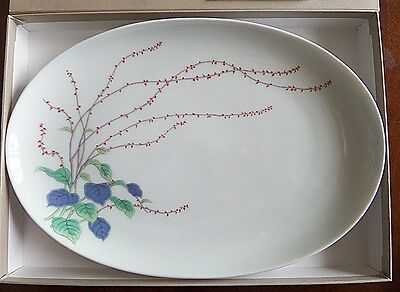 Fukagawa Oval Platter, Hand-Painted Wispy Flower Design