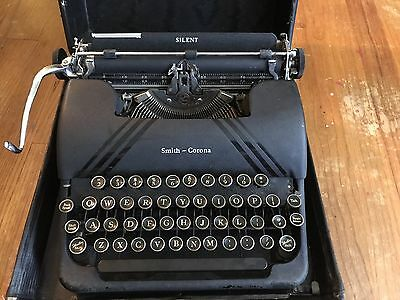 Vintage Smith-Corona Silent 1946 Typewriter w/ Damaged Case Untested