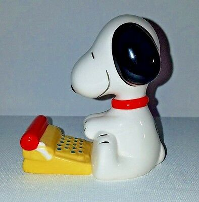 Snoopy Literary Ace Typing Figurine Peanuts Ceramic Author Vintage