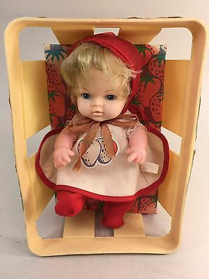 Berry Bunch Baby Doll With Basket Strawberry Eegee 1979 Blonde Hair Blue Eyes