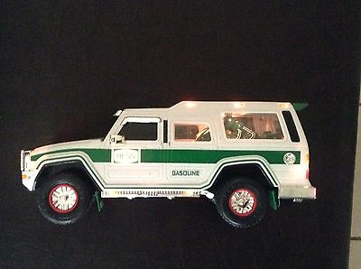 2004 Hess Truck  (Hummer w/2 motorcycles) working condition