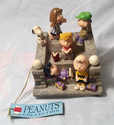 "Peanuts ""kids On Stairs"" Plays ""school Days"" Music Box"