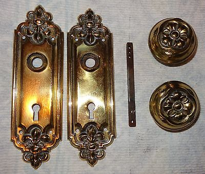 2 Brass Plated Or Gold Tone Metal Ornate Door Knobs & Skeleton Keyhole Plates