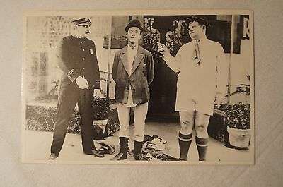 COLLECTABLE - Comic Genius - Postcard - Laurel and Hardy