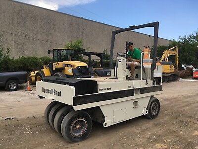 1996 Ingersoll Rand Pneumatic 9-Wheel Roller/Compactor for Dirt/Asphalt