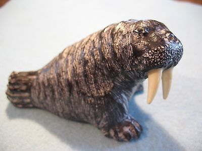 Pre-Owned Wolf Sculptures Inuit Hand Carved Walrus Figurine 4.5""