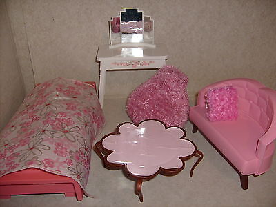 barbie st hle barbiest hle puppen gelb pink und blau. Black Bedroom Furniture Sets. Home Design Ideas