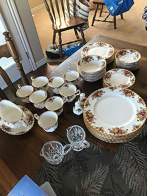 Royal Albert Old country Roses 72 pieces in set