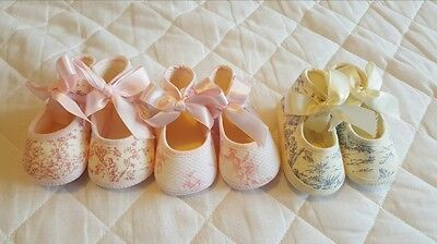 Traditional Spanish girls bow pram shoes, 0-3M only, pink, rose pink & blue!