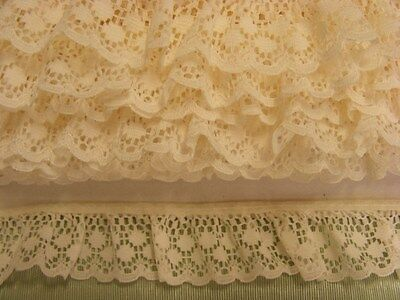 Gathered Lace Cream   11 metres  (170)