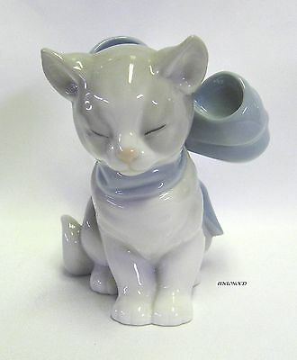 "NAO by LLadro 4 Inch Tall Beige and White Porcelain ""Kitty Present"" 2000 w/ Box"