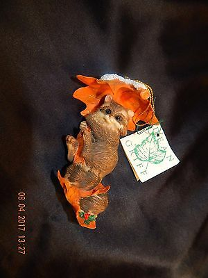 CHARMING TAILS Dean Griff RACOON on a Leaf ORNAMENT Silvestri NIB