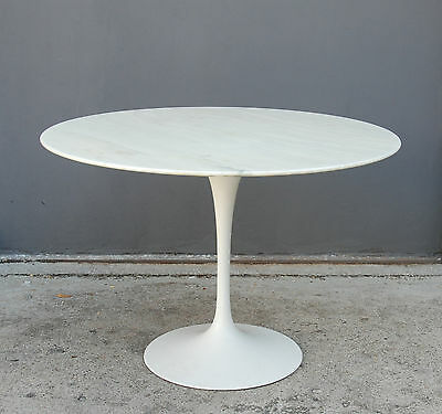 round marble table Tulip by Eero Saarinen for Knoll 60s, 70s