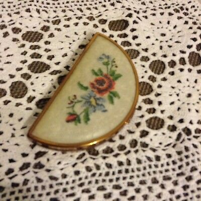 *Vintage* Embroidered Roses MAKEUP COMPACT - COLLECTABLE - RARE - VERY PRETTY
