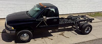 2000 Dodge Ram 3500  2000 DODGE RAM 3500 4X2 CAB AND CHASSIS