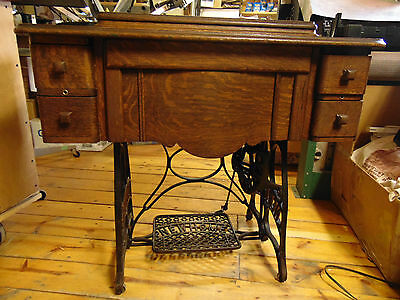Antique 1924 New Home Treadle Sewing Machine 4 Drawer Tiger Wood Cabinet
