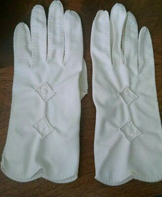 Vintage Cream/ivory Gloves (Size ? Small) scalloped edges w French knot DESIGNS