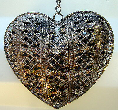 19Cm Wide Rustic Antique Gold Hanging Metal Heart With Chain House/garden Decor