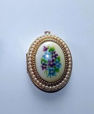 "Avon Brooch with Flowers, 1 1/4"" x 1 3/4"""