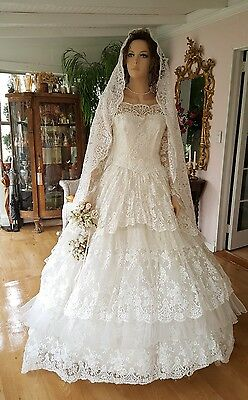Vintage wedding dresses 1959 layers of lace ans Tulle