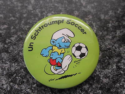 Smurf Badge or Button with clip Soccer Smurf vintage rare