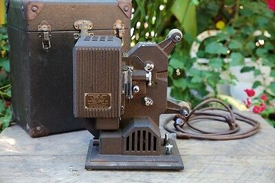 Kodascope Eight Model 80 1938 Slow Burning Film Projector 8mm (Includes Case) (4