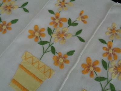 8 CHARMING VTG APPLIQUED MADEIRA PLACEMATS - w/ yellow / orange flowers & pots!