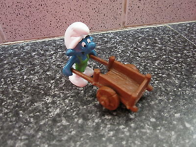 Smurf Gardener with Barrow Super Smurf Vintage Rare (e)