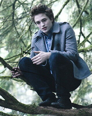 ROBERT PATTISON.. Twilight's Edward Cullen - SIGNED