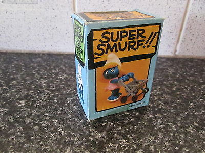 Smurf Smurfette with Shopping Trolley Super Smurf Vintage Rare (e)