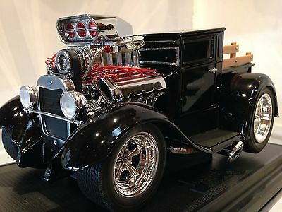"""1929 FORD  DIE CAST MUSCLE MACHINE 1:18  SCALE ,""""MODEL A"""", New in box."""