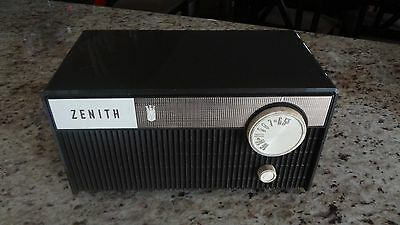 RARE Vintage Zenith AM Radio Y114C! AC DC Corded, Works!