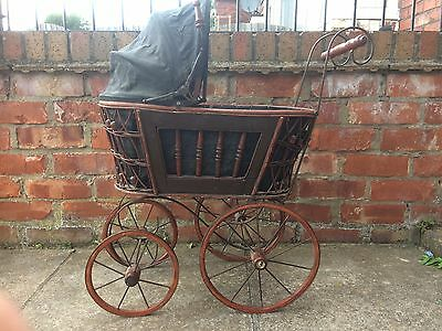 Old reproduction of a victorian pram from 1880-1900, really good condition