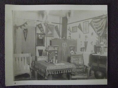 MISSION OAK STYLE BOYS DORM ROOM, COLLEGE BANNERS ON WALLS VTG 1920's PHOTO #2