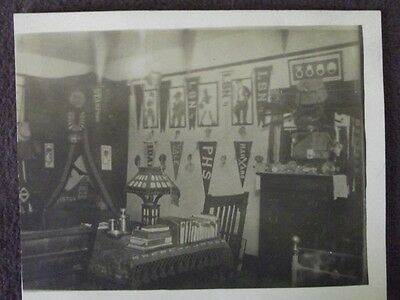 MISSION OAK STYLE BOYS DORM ROOM, COLLEGE BANNERS ON WALLS VTG 1920's PHOTO