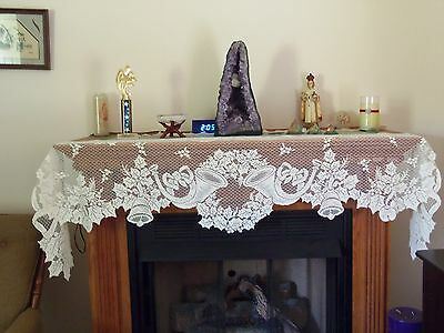 New Ivory Lace Christmas Horns Design Mantel Scarf