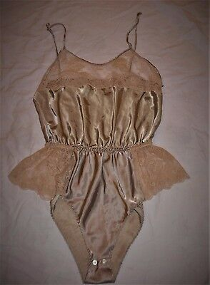 Vintage Med Sexy Pembrooke Beige Fancy Lace & Satin Teddy Nightie Button Crotch