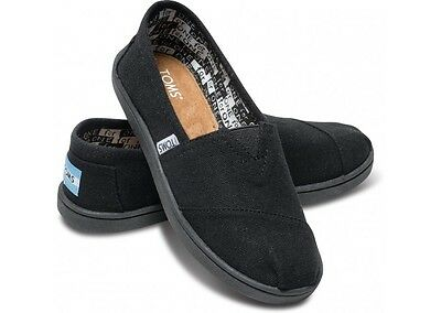 NEW Toms Youth Classic Canvas Slip on  Black MSRP $40 F