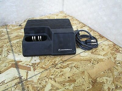 Motorola Saber / Astro Rapid Rate Desk Batttery Charger NTN4734A
