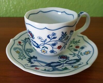 Avon European Tradition Collection Netherlands Teacup 1984 Cup and Saucer