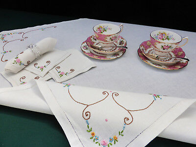 Vintage LinenTable Setting for 4-Hand Embroidered Dainty Pink & Gold Rose Buds
